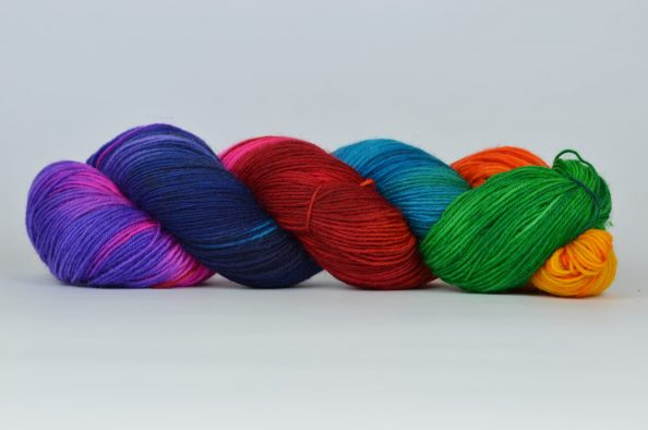 Włóczka BellaYarn - wełna ręcznie farbowana - kolor 10